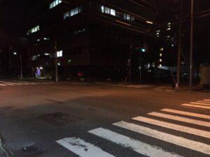 夜間の交差点
